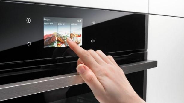 Lò nướng Malloca được trang bị màn hình cảm ứng dễ dàng sử dụng