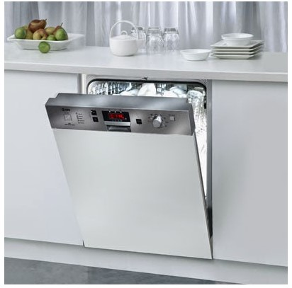 máy rửa chén bát hiện đại, tiết kiệm thời gian.